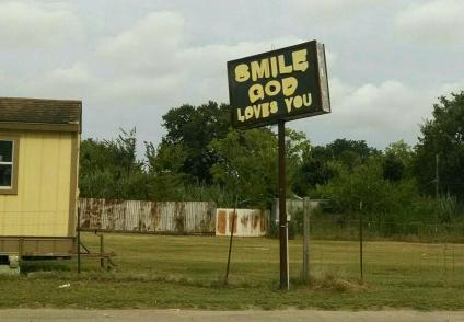 Sonríe, Dios te ama